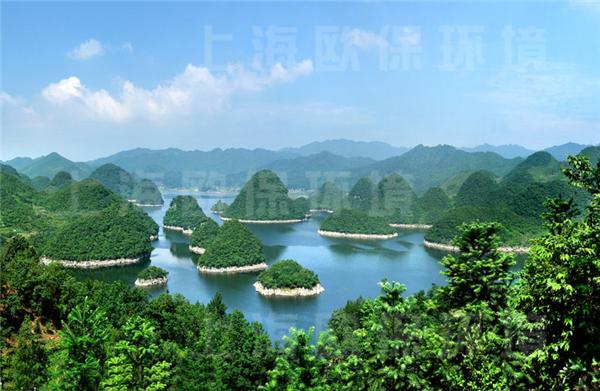 地处贵阳市观山湖区朱昌镇和百花湖乡之间,距市区22公里.